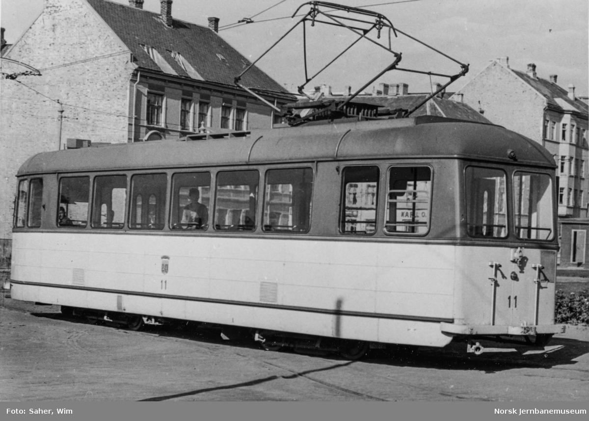 Trondheim Sporveis sporvogn nr. 11 ved vognhallen på Dalsenget.