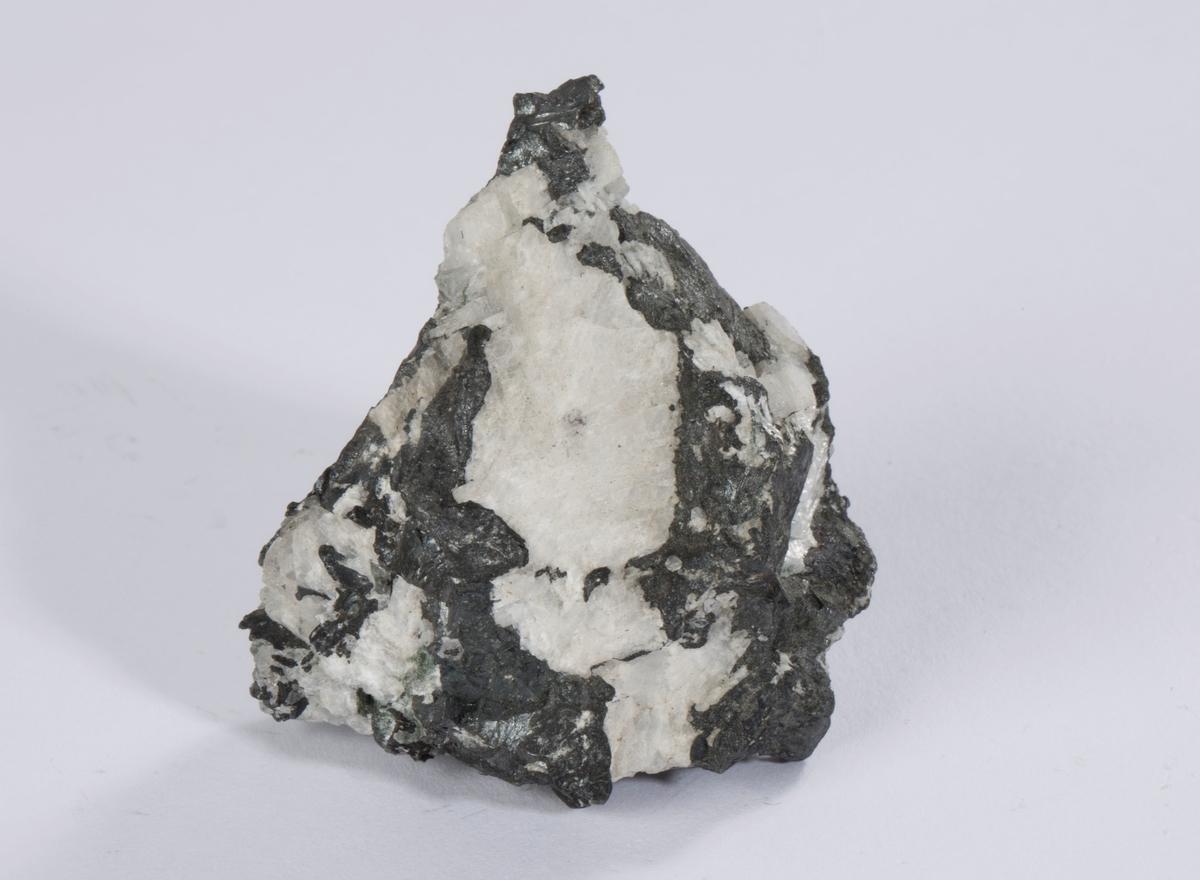 Vekt: 117,54 g Rund etikett i eske: 4 Etikett i eske: Sølvglans