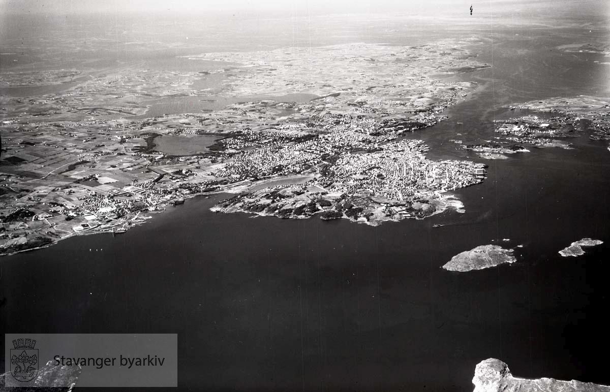 Oversiktsbilde Stavanger mot nordvest...Hillevåg, Hetlandsmarken og Storhaug i forgrunnen. Til høyre Store Marøy og Litle Marøy..Nederst til høyre Usken..I bakgrunnen Ryfylke. ..