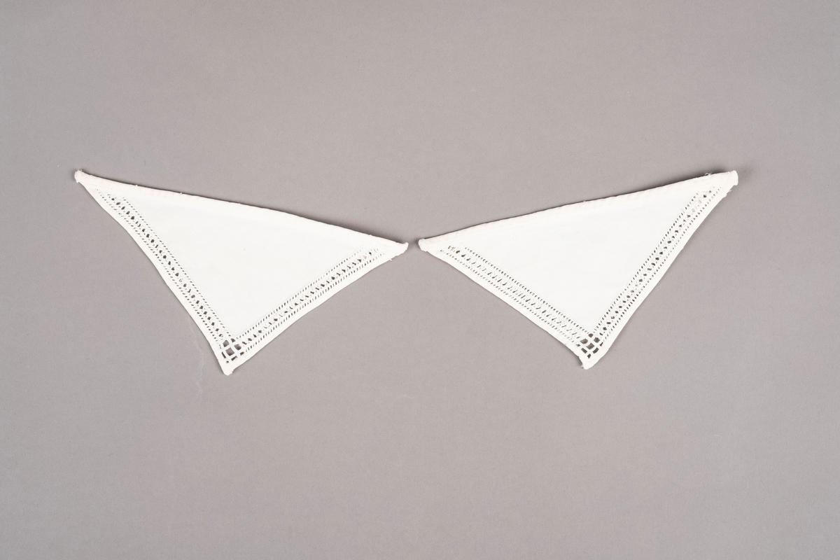 To trekantede tøystykker brodert med hardangersøm på to sider. Trolig brukt som pyntekrage.