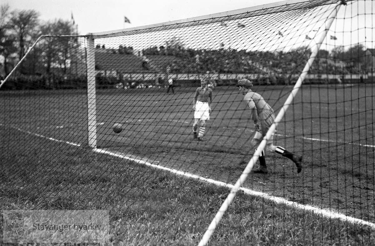 17de mai 1937 ? .Fotball.