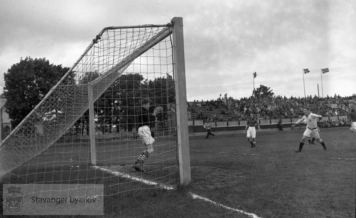 Fra mål. .Fotball.