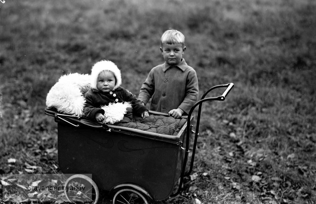 Steen Rydberg, barnebilde.Bror og søster.Barnevogn