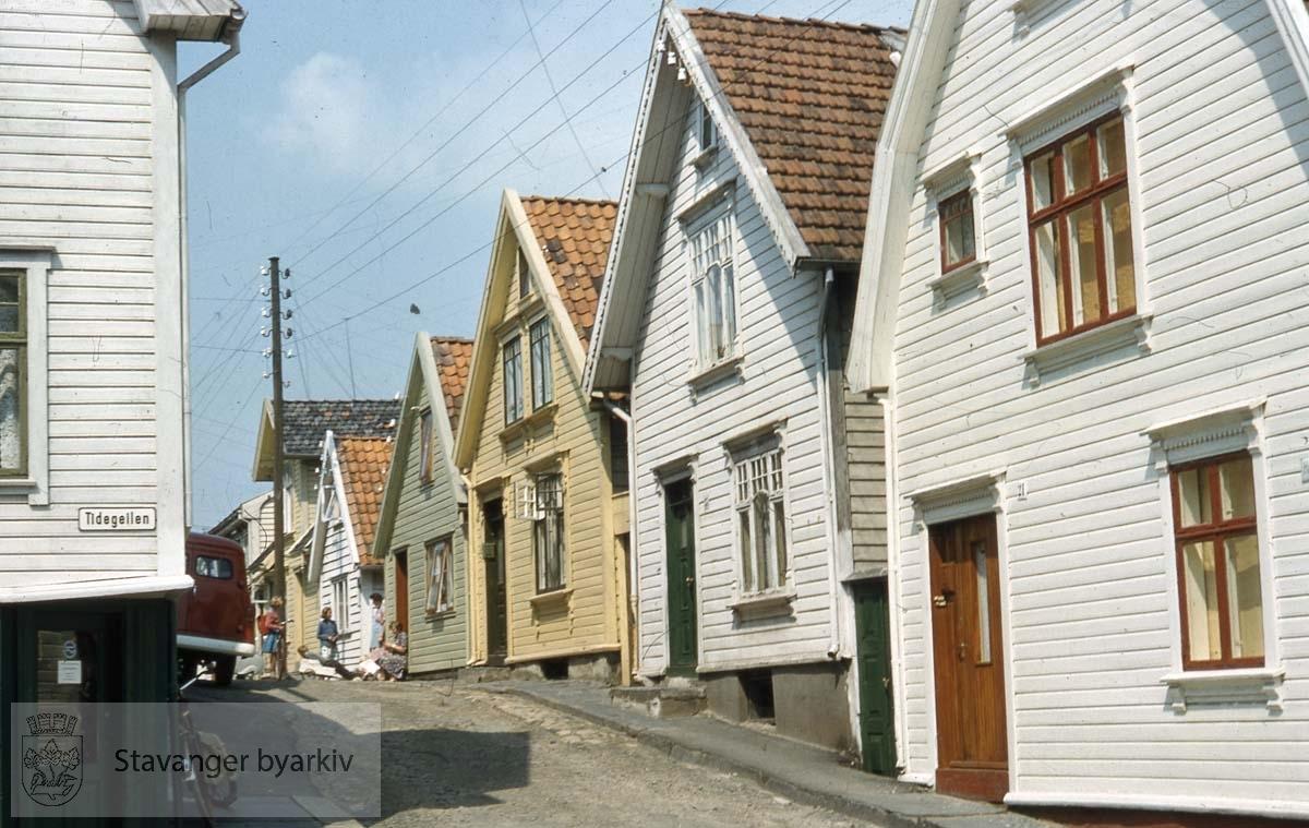 Til høyre: Haugvaldstads gate 21.Videre mot midten nr. 23, 25, 27 og 29.Haugvaldstads gate 20 til venstre.