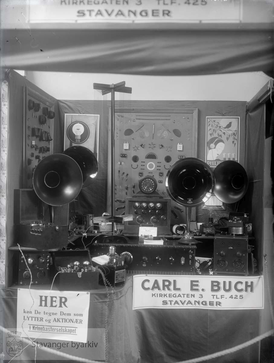 Utstilling for Carl E. Buch radioprodukter, Kirkegata 3. ..(Se for øvrig PA-0350 for privatarkivet etter C.E. Buch)
