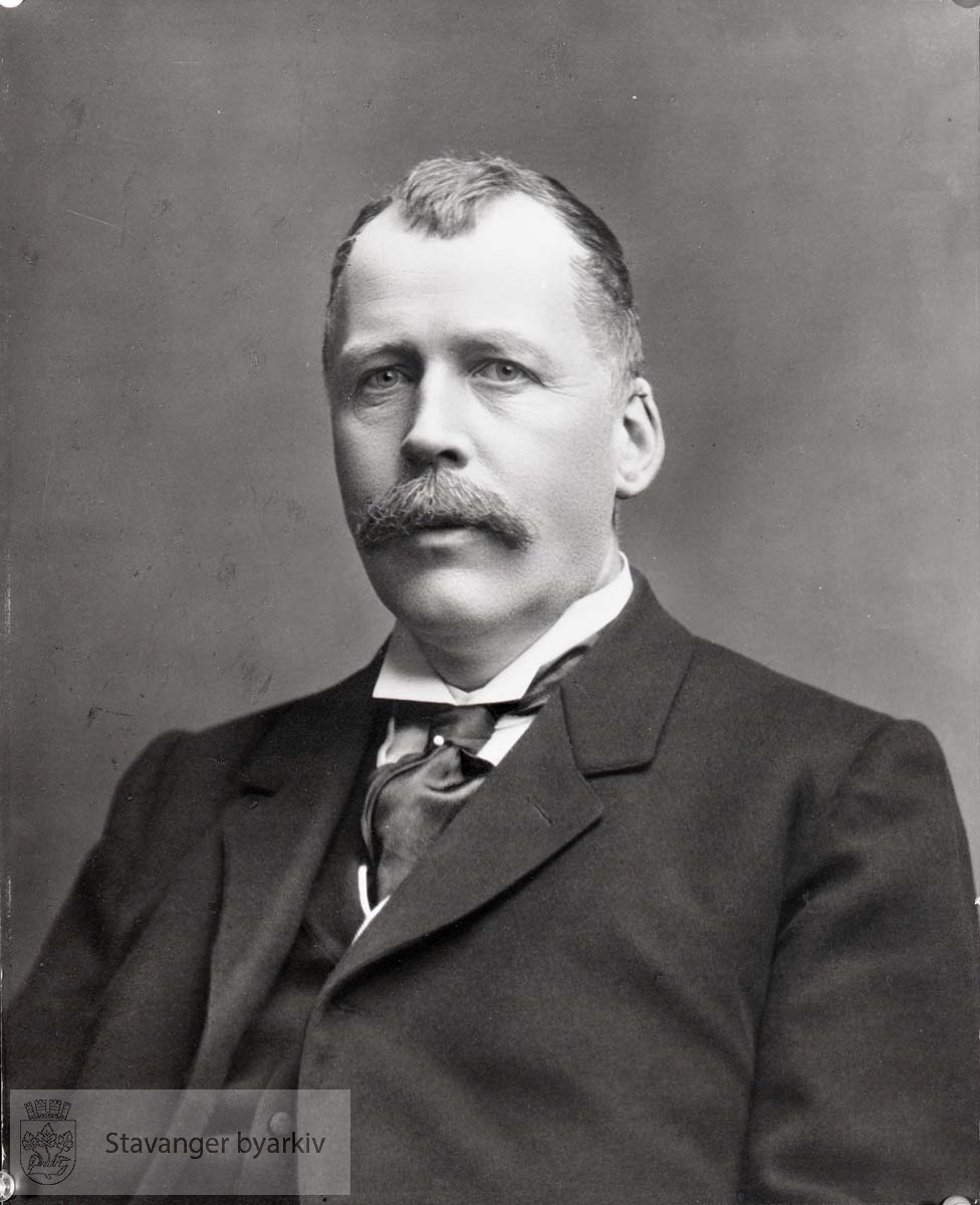 Ordfører i Stavanger 1908 og 1909. Høyre.
