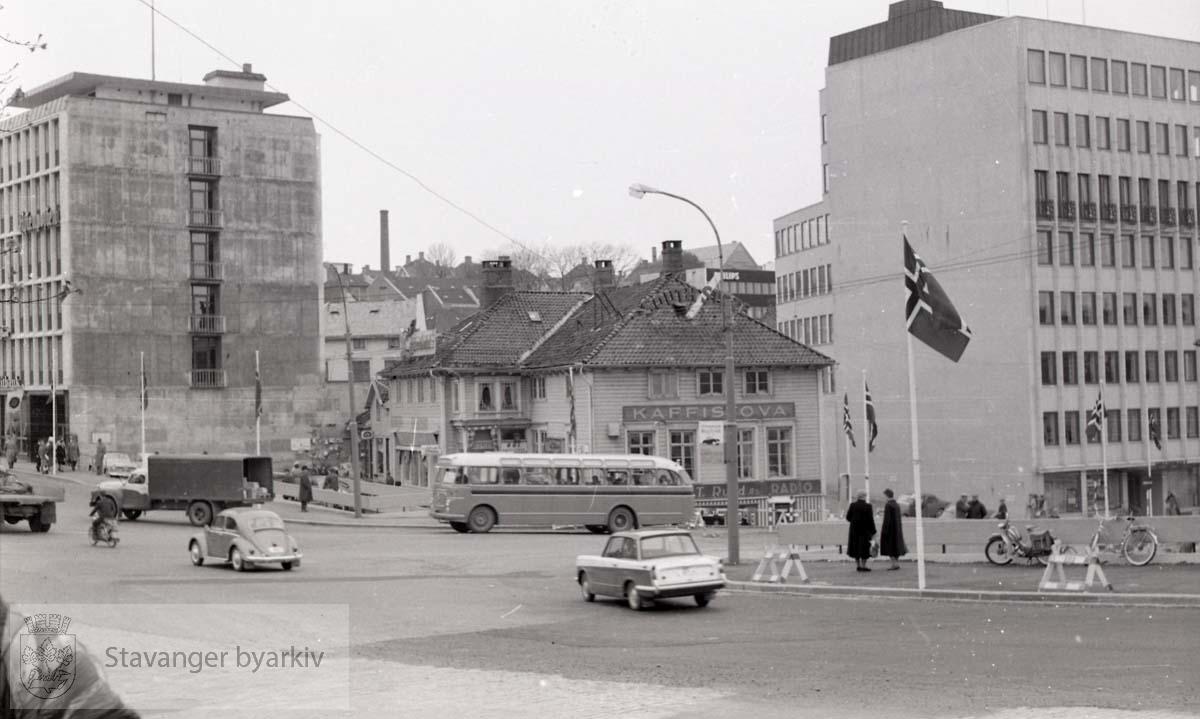 Aftenbladet til venstre, Kaffistova i midten, Ankerbygget til høyre.