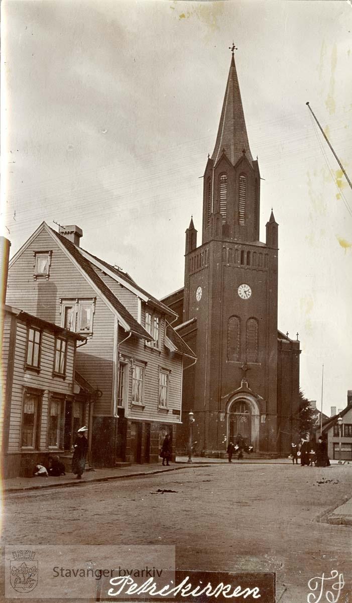 St. Petri kirke. Bergelandsgata 1 og 3 til venstre