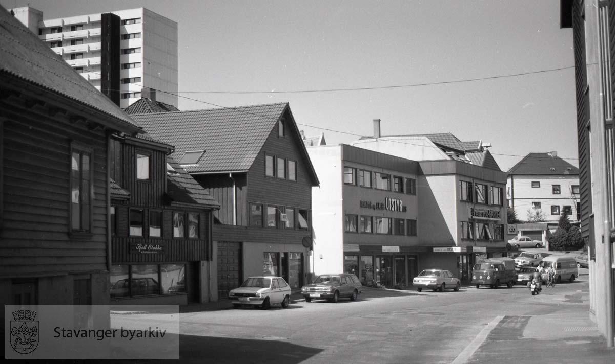 Vestover fra nr 49a, 49, 45, 43, 41.Kjell Stokka Møbelagentur.Kontor og Lagerutstyr AS.Trefa-Garden