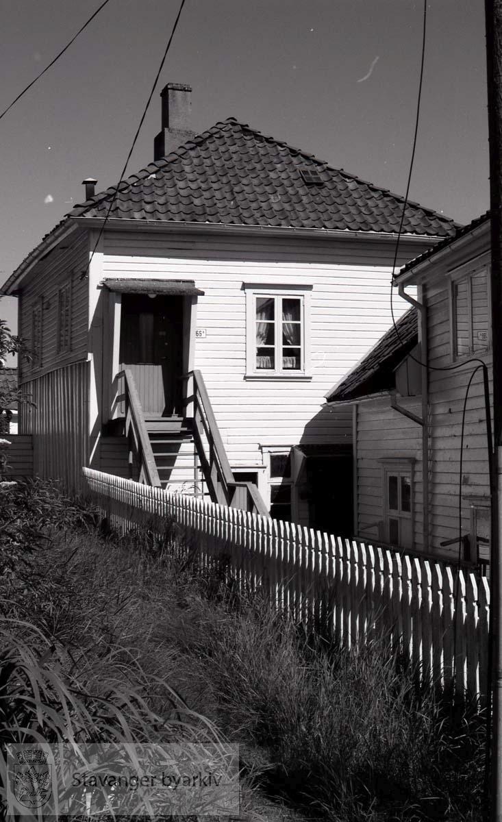 Hus mot gaten