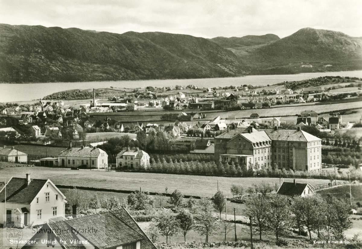 Utsikt fra Våland mot Rogaland Sykehus og Gandsfjorden...Husene i front ligger sannsynligvis enten til Overlege Cappelens gate , Folke Bernadottes vei , Vidars gate eller Pastor Brekkes vei.