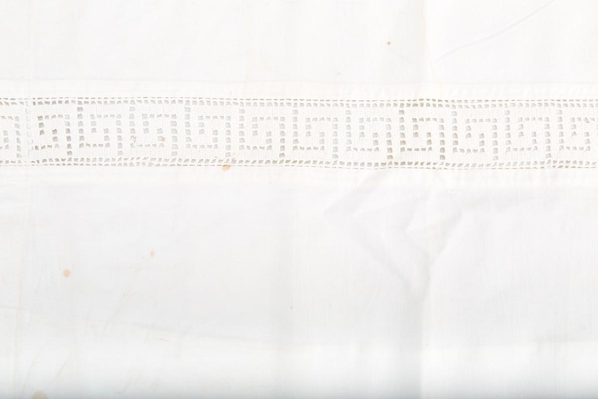 Konvoluttbrett i lukkingMaskinstikning 5 cm inn for ytterkant på tre sider.