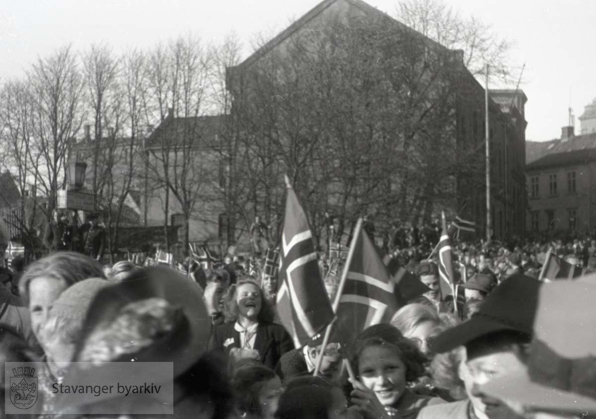 Tatt kort tid etter frigjøringen fra okkupasjonen , .2. verdenskrig. Fredsdagene 1945..Fengselet og litt av brannvakten i bakgrunnen.