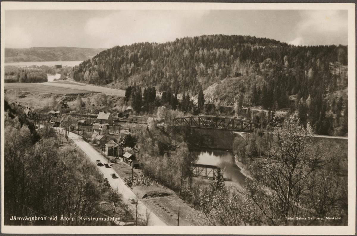 Järnvägsbron över Örekilsälven vid Åtorp på linjen mellan driftplats Saltkällan och driftplats Munkedal.