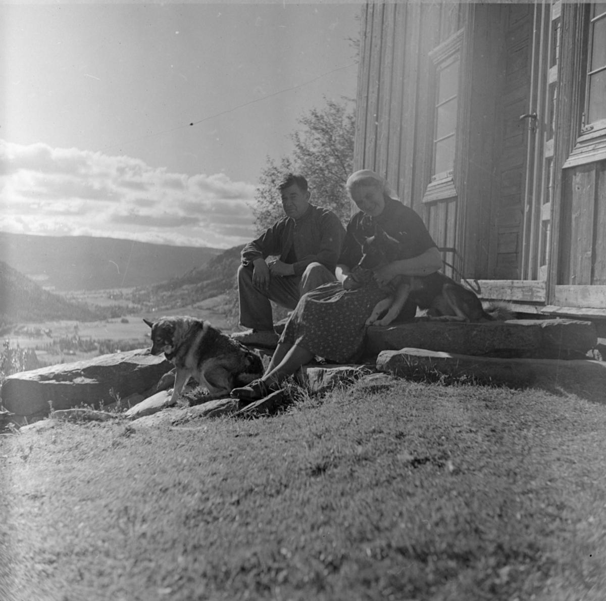 Ågot og Olav Einstad, antakelig på Nordre Einstad