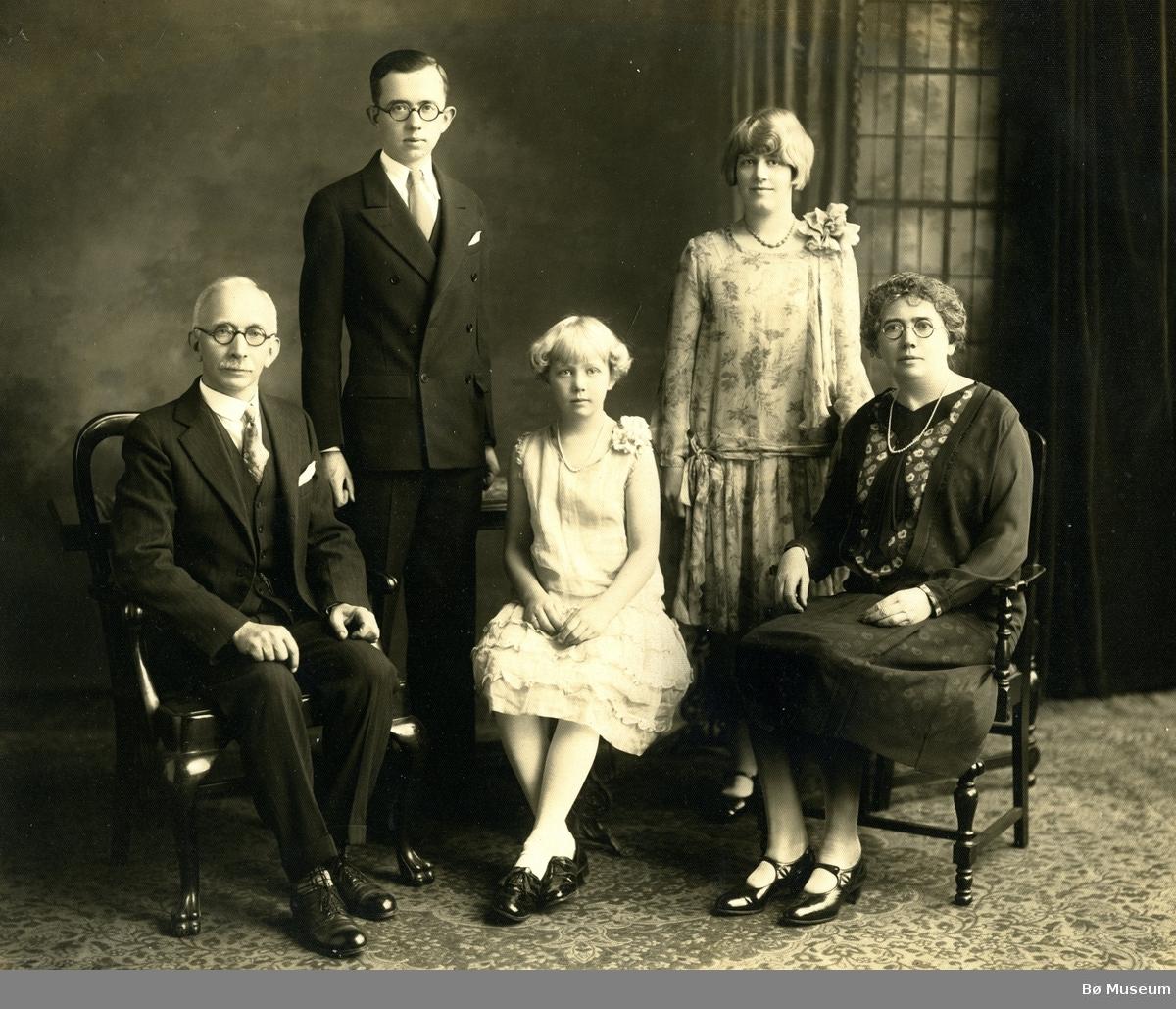 Olav Torjusson Prestholt med familie i USA, F.v. Olav Torjusson Prestholt, Torjus Clinton Prestholt, Hazel Prestholt Lepic, Nathalie Marie Prestholt og Natalie Larsen Prestholt