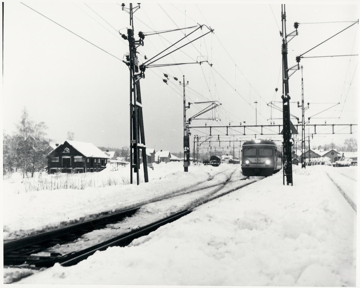 Bangård täckt av snö, vintern 1977.