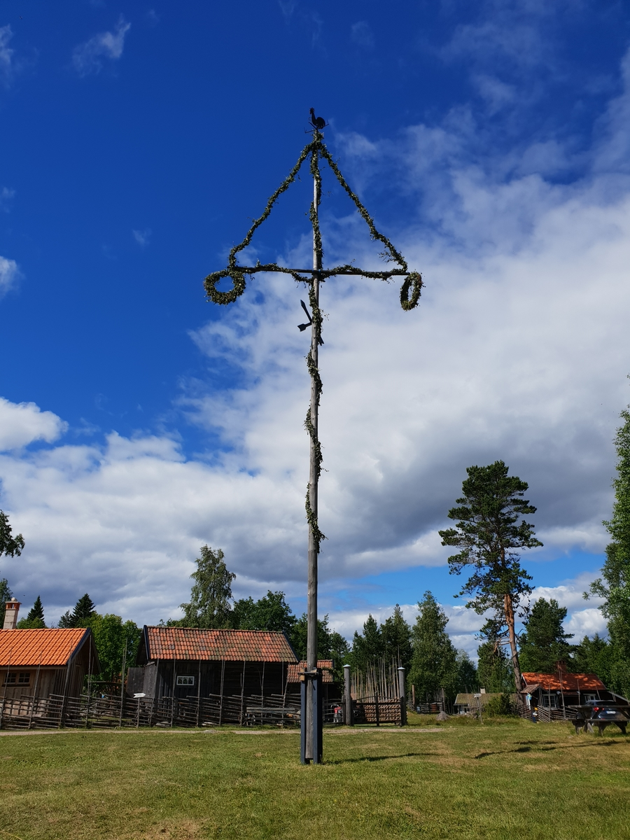 Majstång, Bastbergets fäbod, Mockfjärd, 2018.