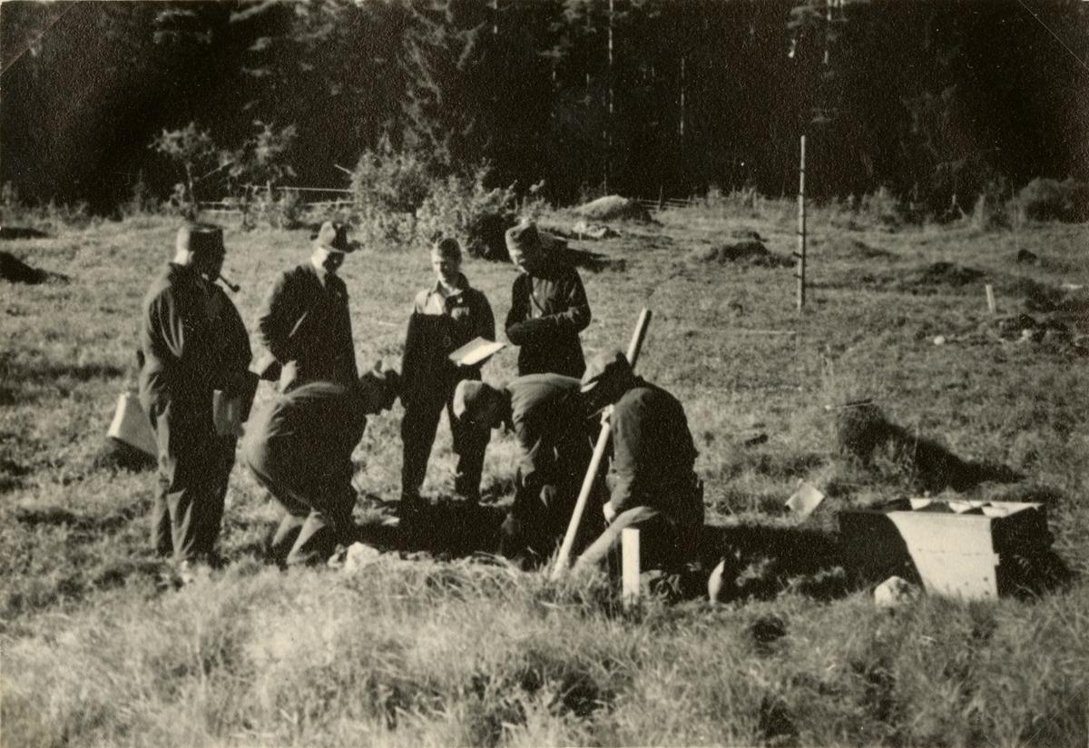 """Text i fotoalbum: """"Sprängkurs i Gyttorp för underofficerare 12-18.9."""""""
