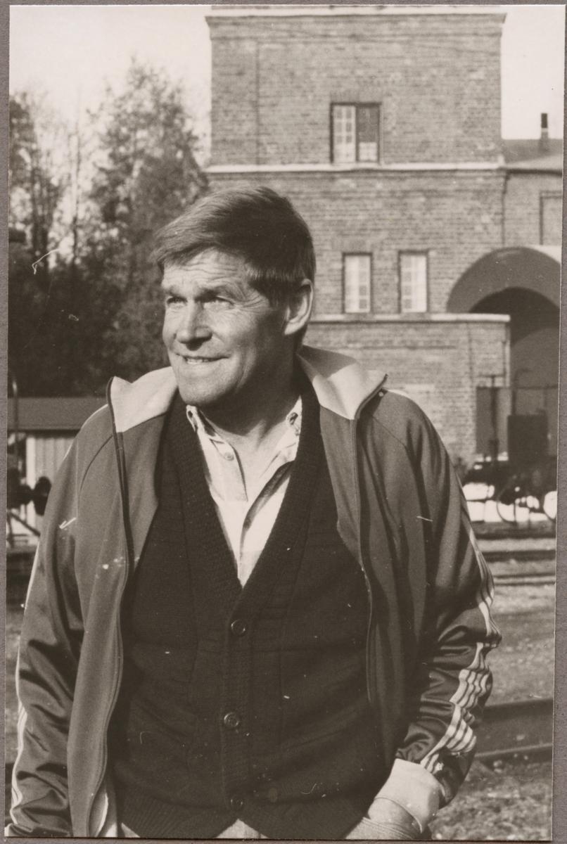 Henry Axelsson pensionerad från Trafikaktiebolaget Grängesberg - Oxelösunds Järnvägar, TGOJ i november 1989.