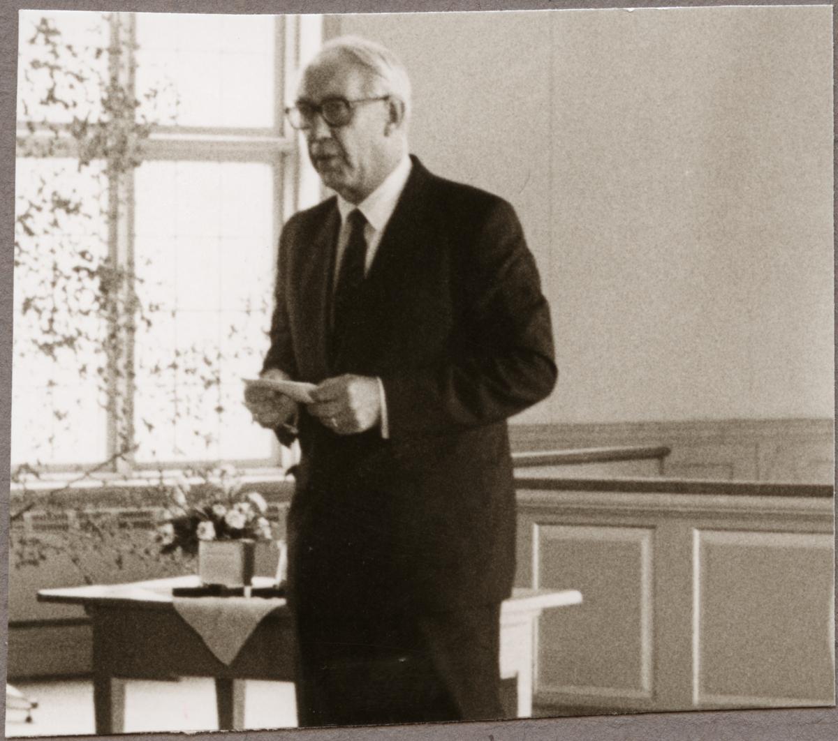 Ragne Johanson talar på Trafikaktiebolaget Grängesberg - Oxelösunds Järnvägar, TGOJ-dagen i Järnboås kyrka utanför Nora den 27 maj 1988.