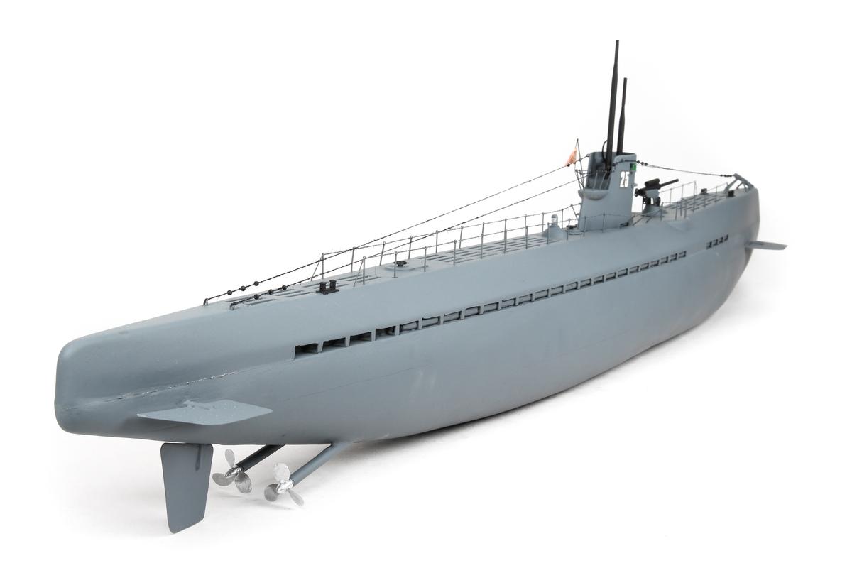Modell av en tysk ubåt med tysk orlogsfalgg (1933-1945)