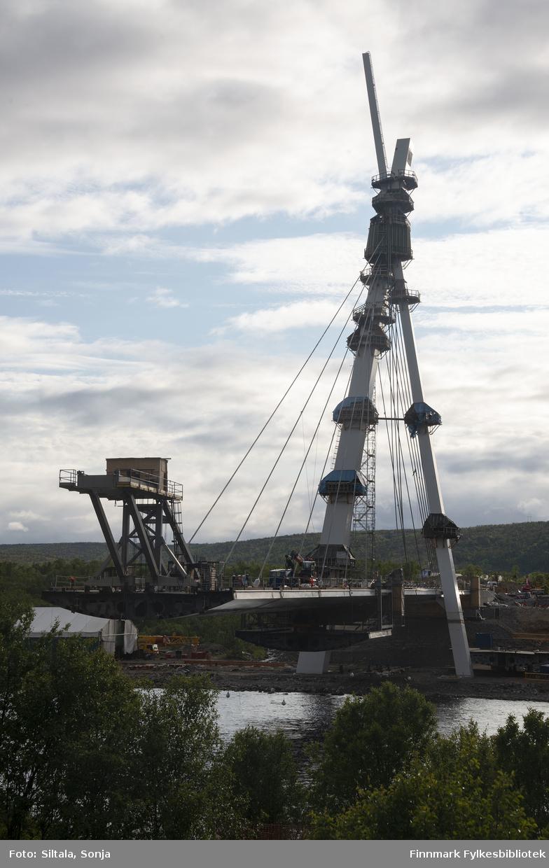 Byggingen av ny Tana bru er godt i gang, fotografert i 14. juli 2019.