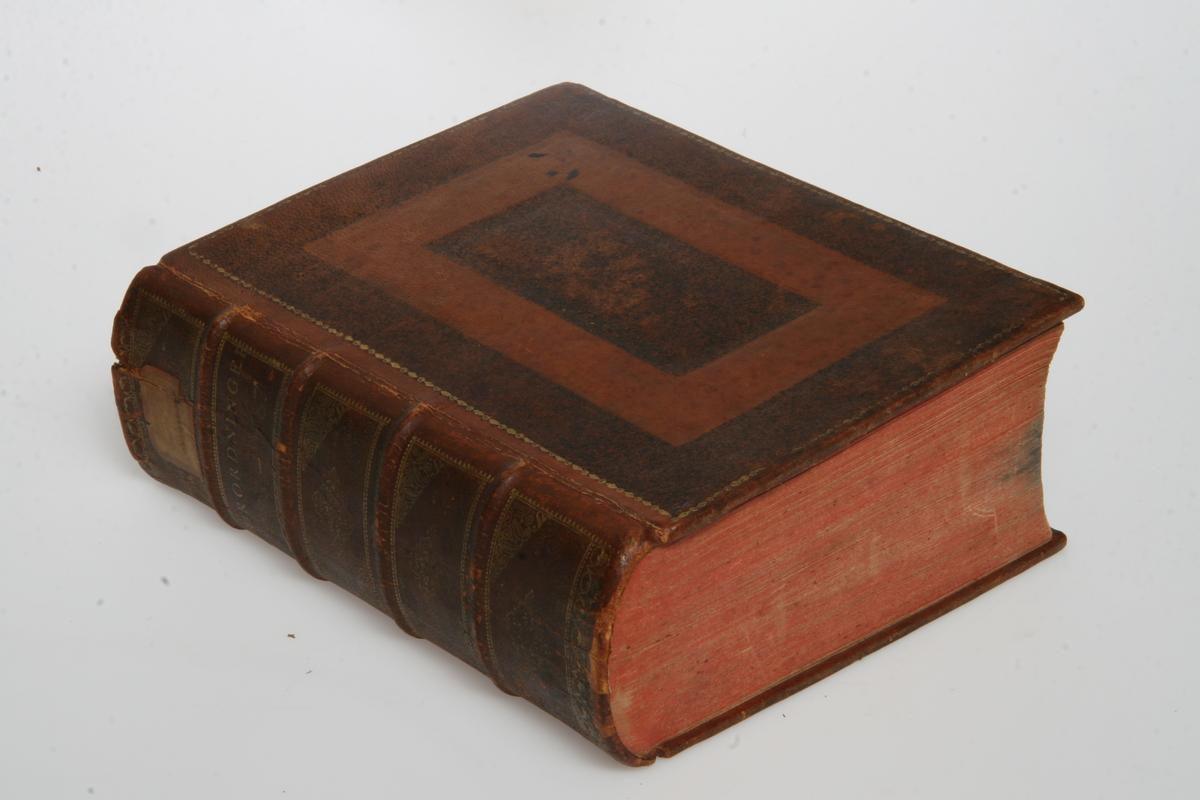 """Innbundet i skinn med gulltrykk. """"Kong Christian den Syvendes allernaadigste Forordninger og Aabne Breve"""" 1783-1787. København u.å."""