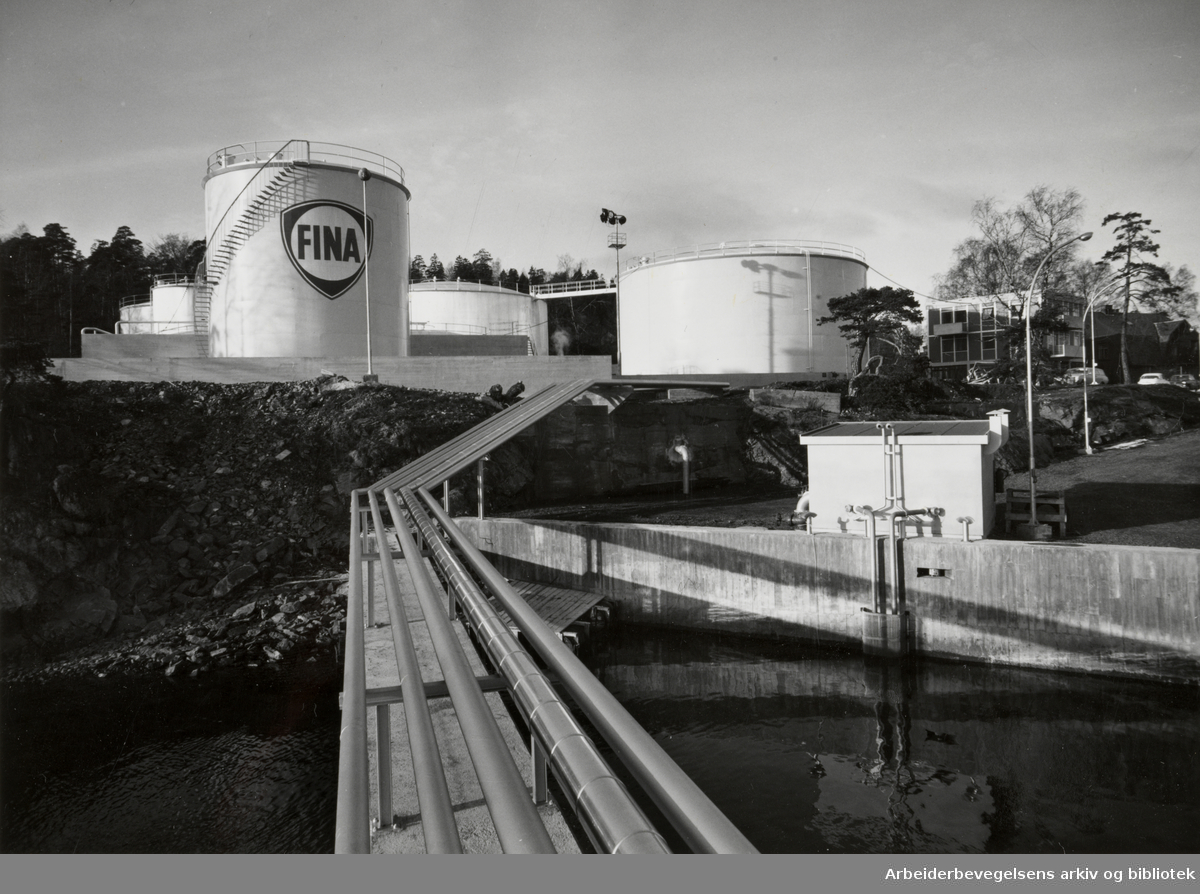 Lysaker. Tankanlegget til Fina. Desember 1961