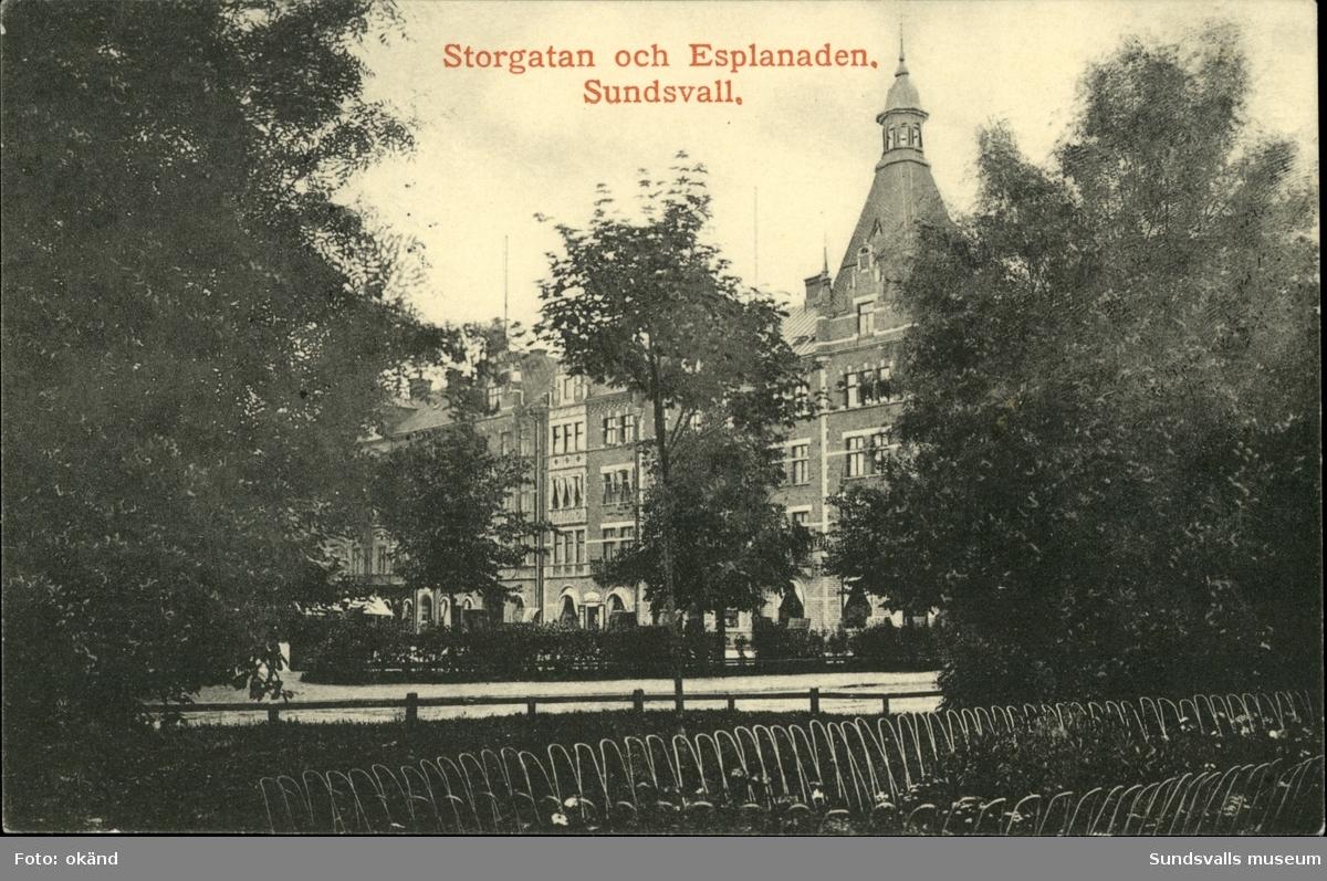 Vykort med motiv över Storgatan och Esplanaden i Sundsvall.
