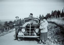 Oskar A. Berg i Opsalbakkene i Vallset, Bilen hans,  D-2828