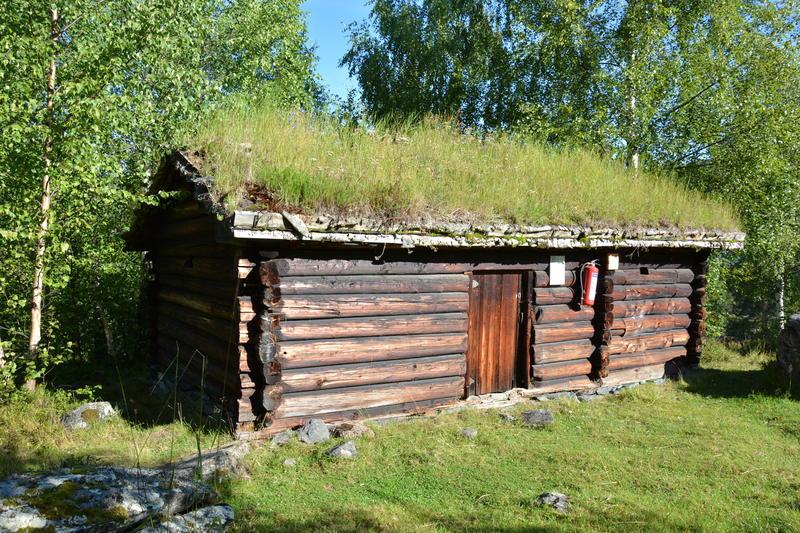 Todelt seterbu frå Svartfjell /  frå Sør-Aurdal, med sjåglugger, åre, ljore og ljore i eldbua, og mjølkebu bygd inntil. Haustseter for garden Steinsrud i Sør-Aurdal, bygd kring 1775.