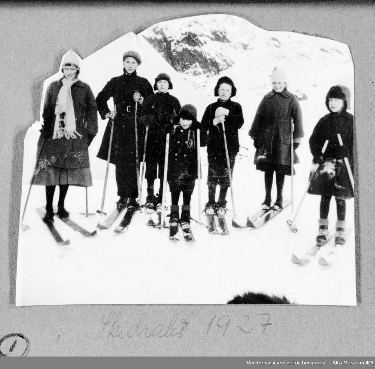 7 personer på skitur.