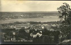 Vykort med motiv över inloppet till hamnen i Sundsvall sett