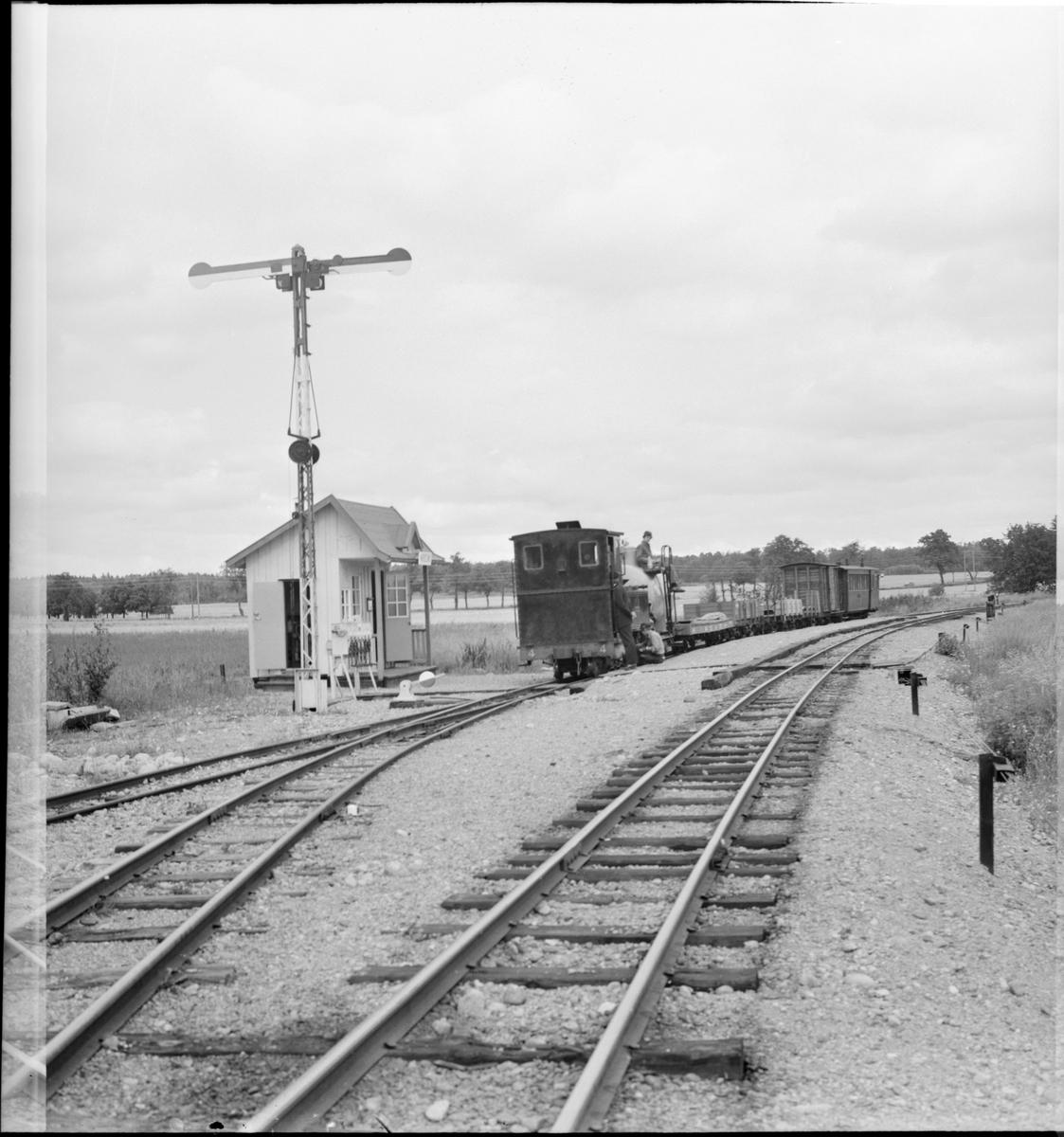 """Museijärnvägen, Östra Södermanlands Järnväg, ÖSlJ Nättraby - Alnaryd - Älmeboda Järnväg, NAEJ lok 4 """"K M Nelson"""" vid hållplats Marielund."""