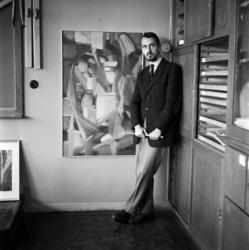 Konstnären Göran Andersson, Timrå, med en del av sina konstv