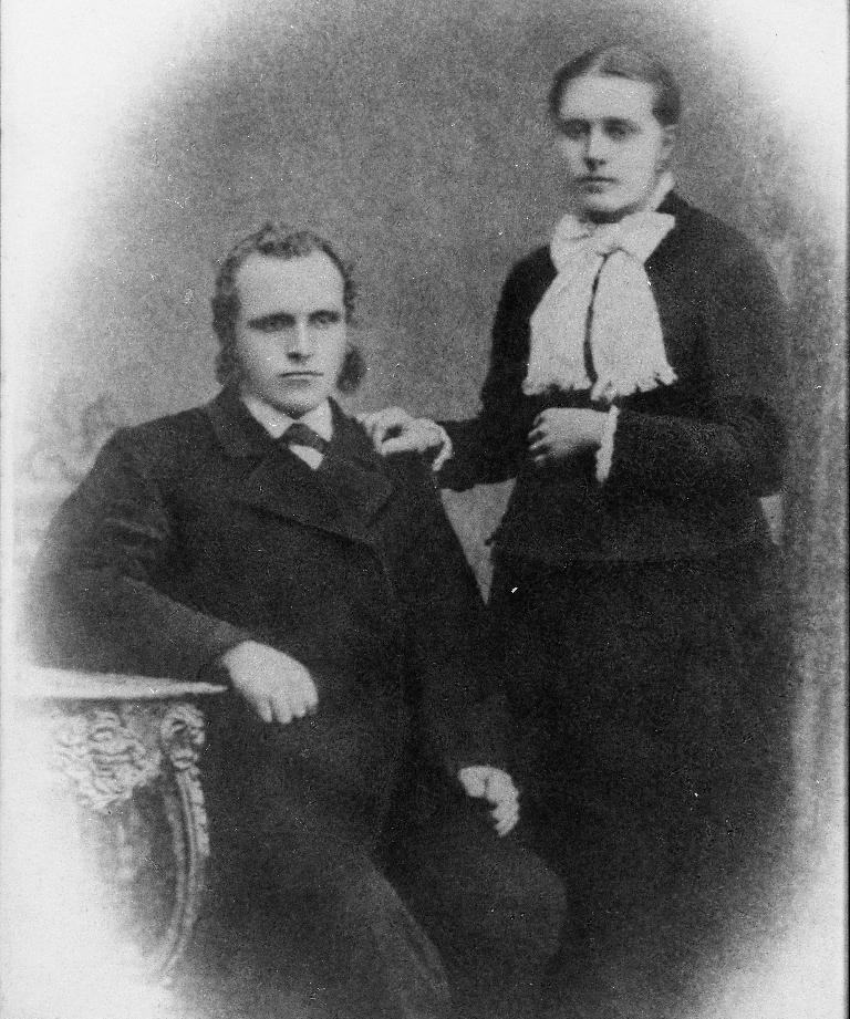 Knud Olsen Kverneland Holen (25.12.1808 - 25.7.1896) og kona Berta Serina Svendsdtr. Holen (2.8.1821 - 8.4.1884)