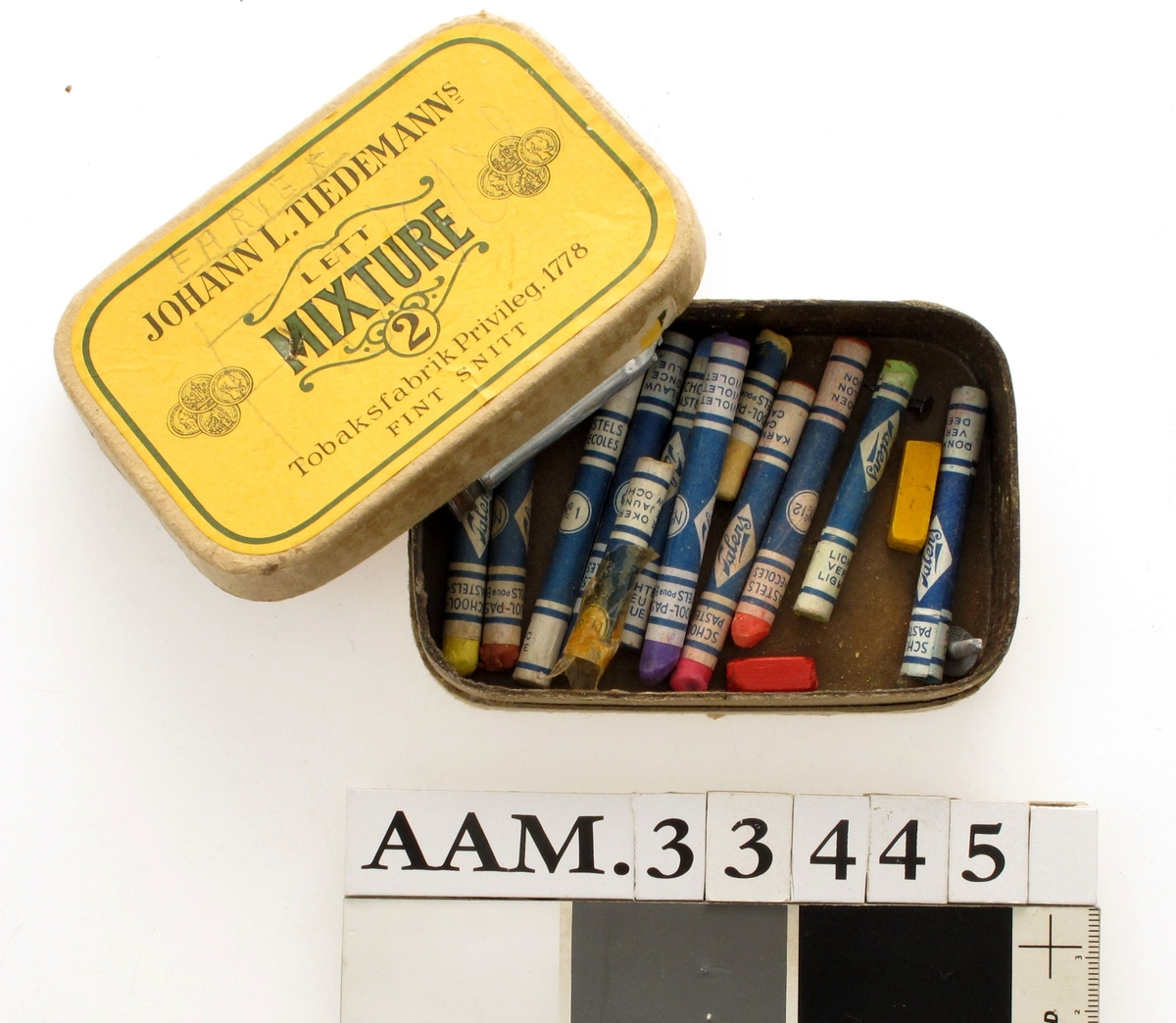 Fargestifter, pastellstifter,  12 stk fargestifter  ++  i tobakkseske.
