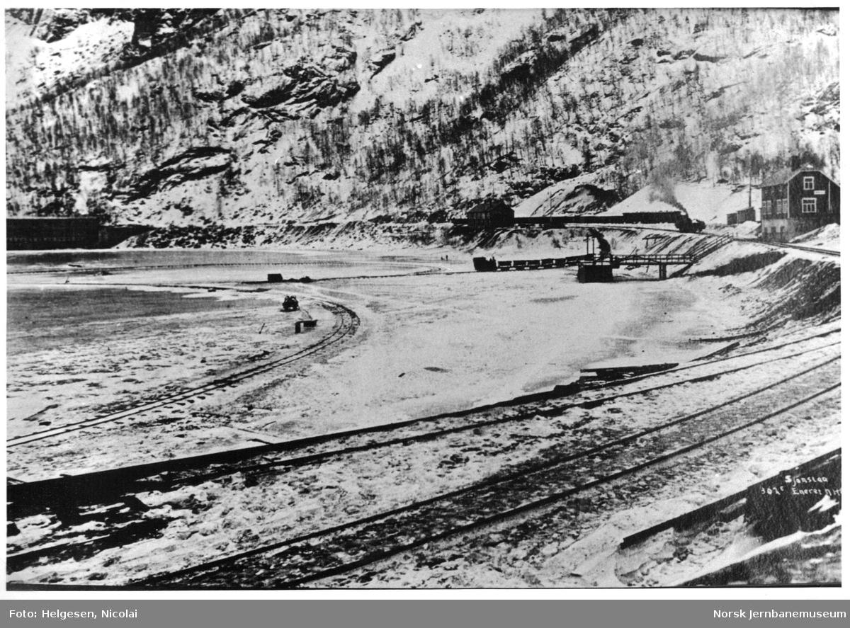 Sulitjelmabanens tog på isbanen ved Sjønstå
