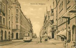Vykort med motiv över Storgatan och spårvagnstrafiken i Sund