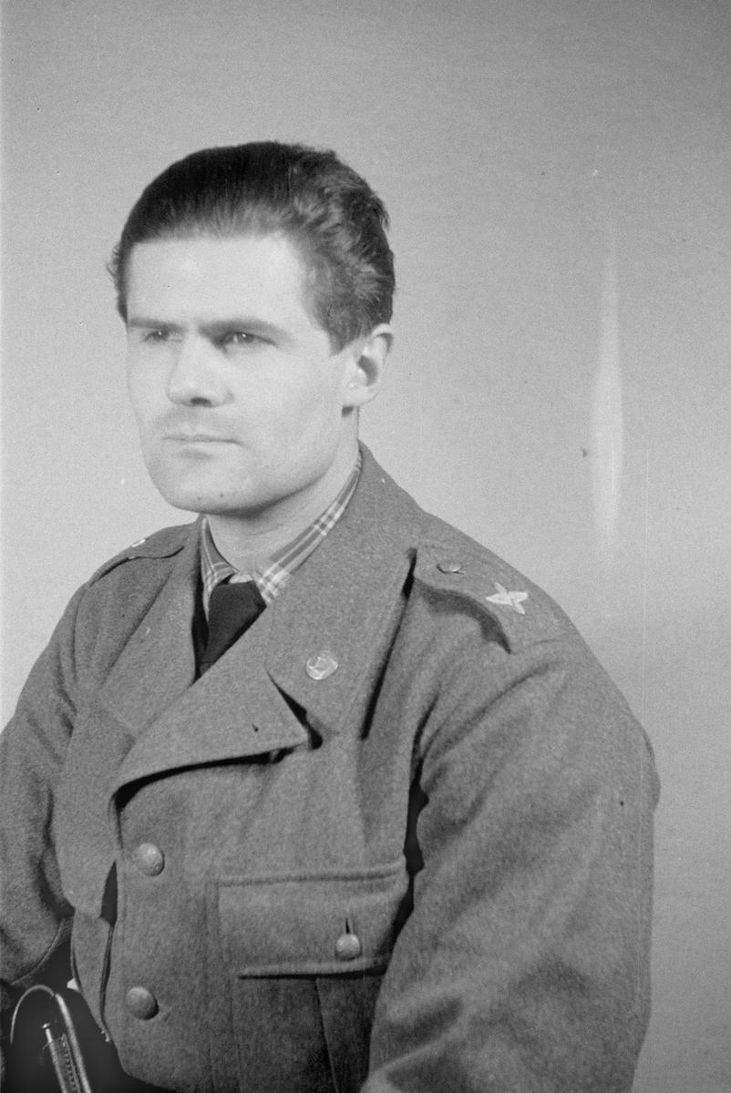 Porträttfoto av oidentifierad soldat vid F 19, Svenska frivilligkåren i Finland under finska vinterkriget, 1940.