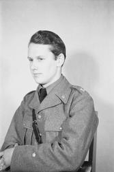 Porträttfoto av fänrik Benkt Widegren (nummer 8057), flottil