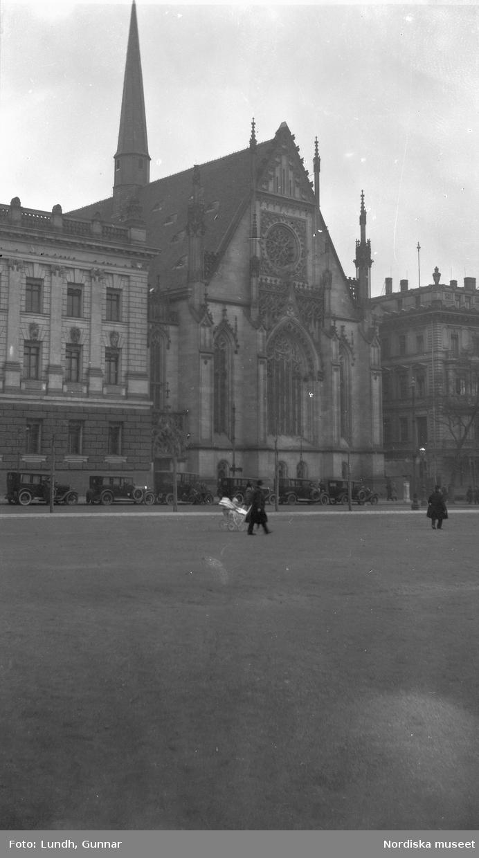 """Motiv: Utlandet, Moln 183 - 187, Leipzig 188 - 189 ; Exteriör av en kyrka, anteckningar på kontaktkarta 187 """"Moln"""" 186 """"Moln""""."""