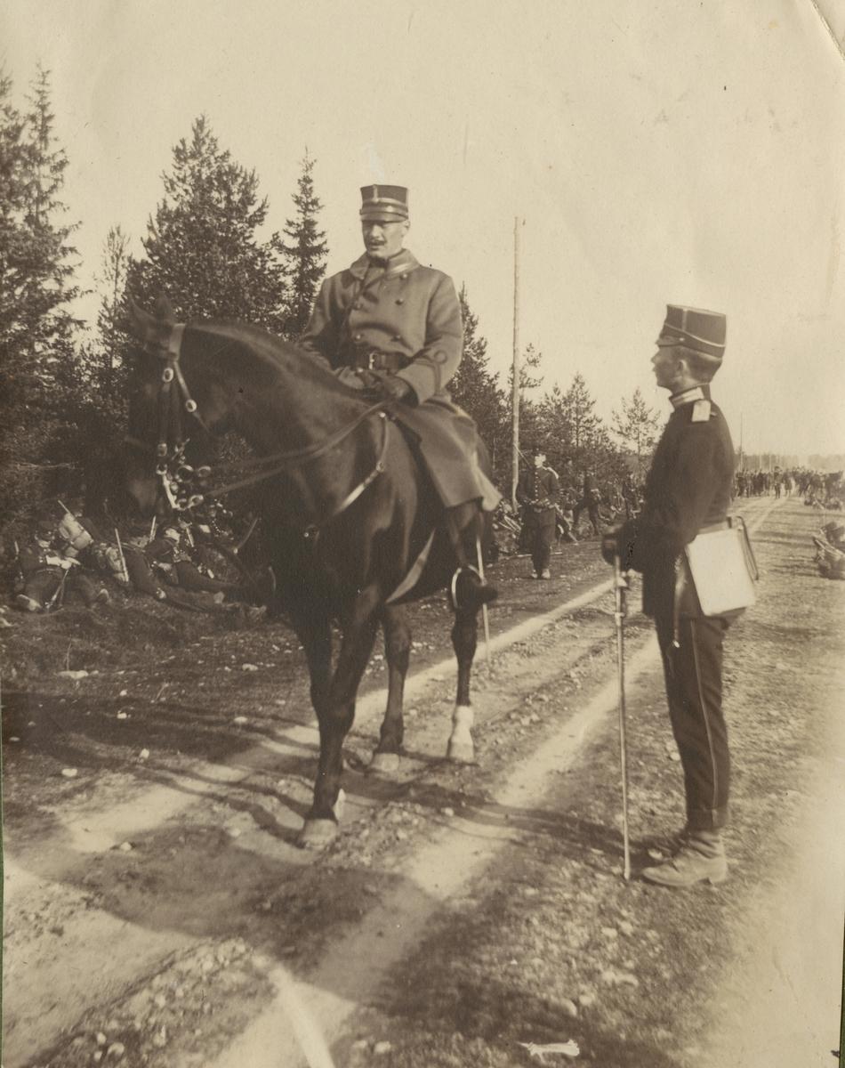 """Text i fotoalbum: """"Från manövern i trakten af Persön hösten 1907."""""""
