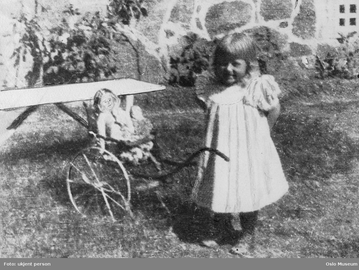 portrett, jente, dukkevogn, dukke