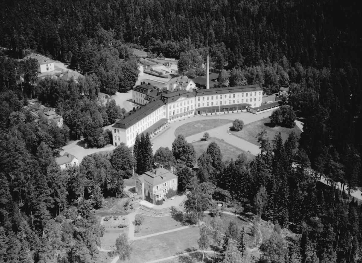 Flygfoto över Hässleby sanatorium i Eksjö kommun, Jönköpings län. 759/1964