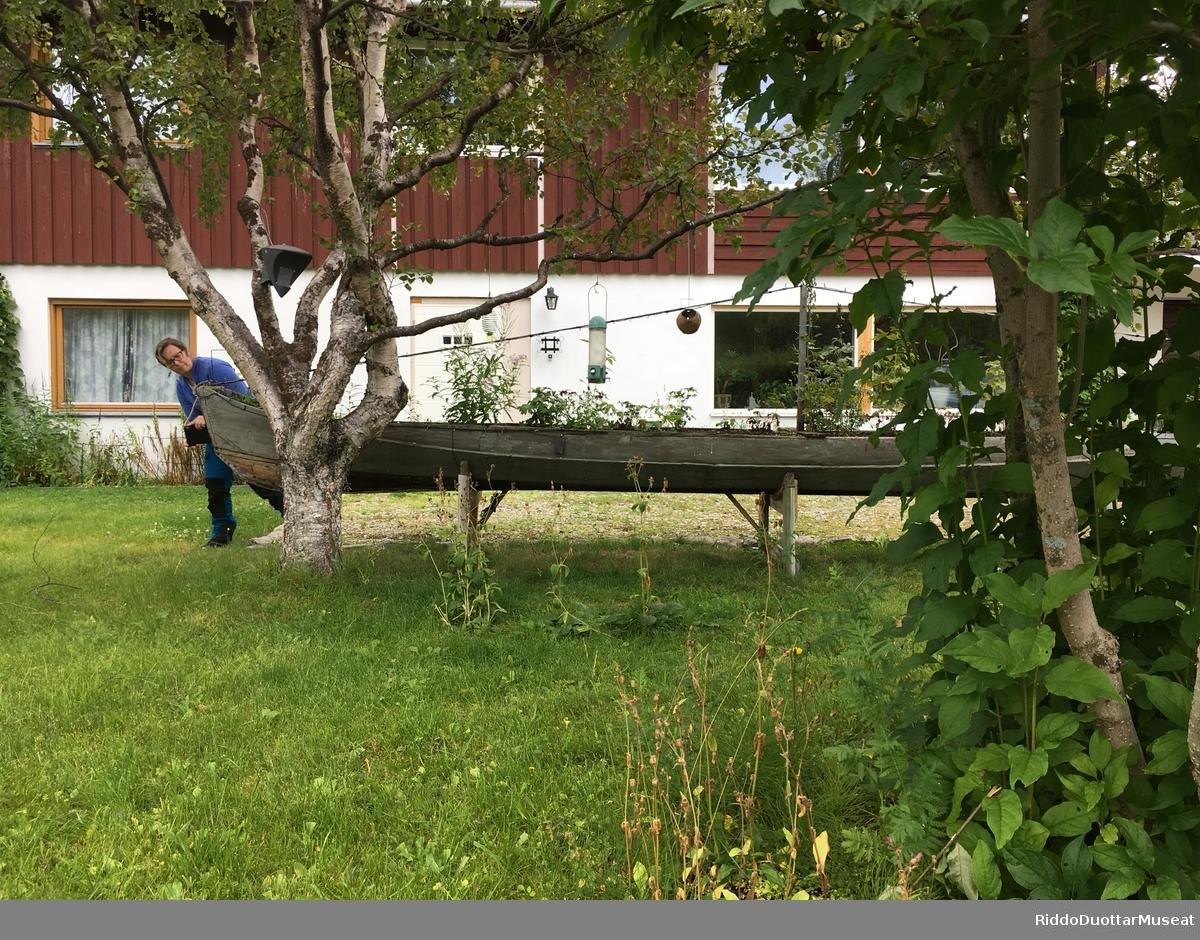 Dokumentasjon av en elvebåt i privat eie i Lakselv.