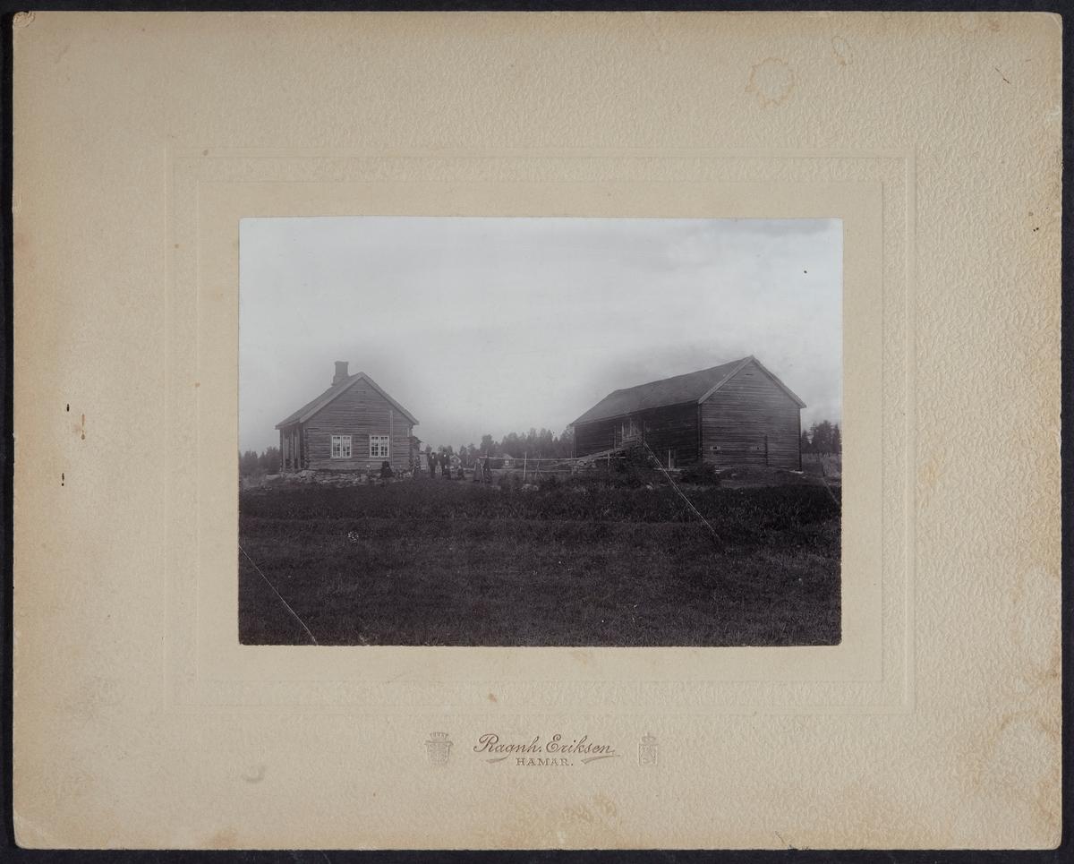 Ødegården, Ottestad. Bruket ble i 1866 kjøpt opp av Lundegård lille, låven revet i 1935, hovedbygningen brant i 1951,