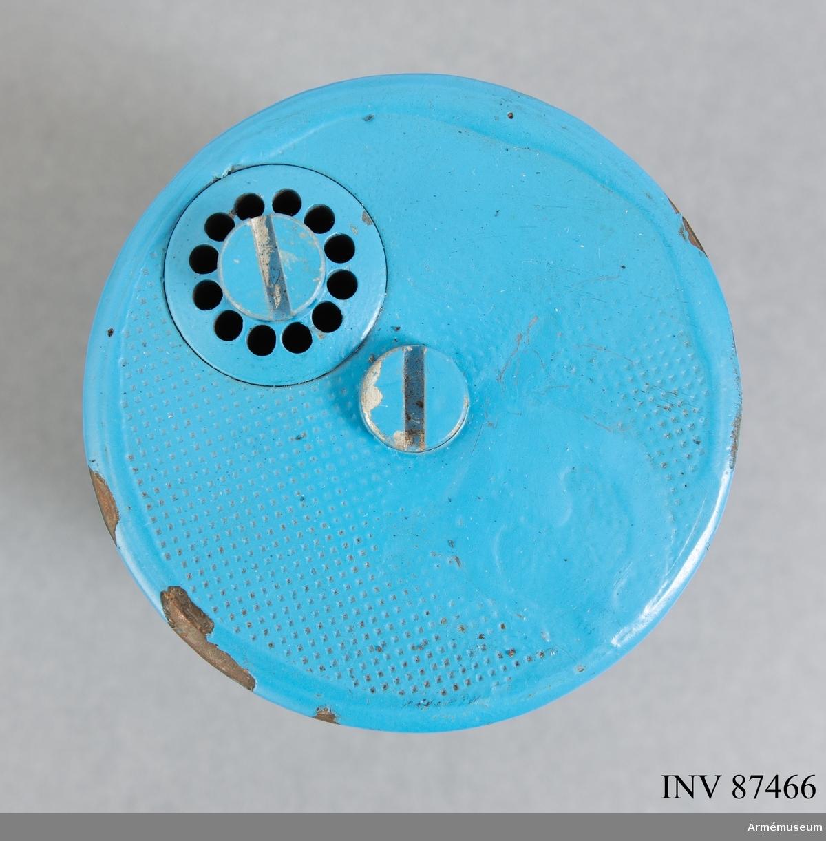 Minkroppen är blåmålad till skillnad från den skarpa och saknar hoppfunktion, spräng- och drivladdning. Hölje av plåt. Förpackades i truppminlåda 11 om 6 minor med tillhörande mintändare och 12 spolar snubbeltråd. Runt mintändaren finns utströmningshål för rök som normalt alstrades vid utlösning av övningsminan. Innehöll 0,02 kg rökkropp. Minan kunde användas på nytt efter applicering av ny rökkropp och mintändare.  En skarp truppmina 11 var en metallisk hoppmina som liksom denna hade en vikt på 4 kg. Utlöses med snubbeltråd fäst i utlösaren på mintändaren. Hoppade upp till 1,2 meters höjd och spred i och med detonationen splitterbildande skrot 15-25 meter i hög hastighet 15-25 meter i 360 grader.   Fylld med ballast som rasslar om föremålet vänds vilket ska få det att uppnå rätt vikt.  Bild 5 visar övningstruppmina 11 med övningsmintändare 15 ovanpå, se AM.087468.