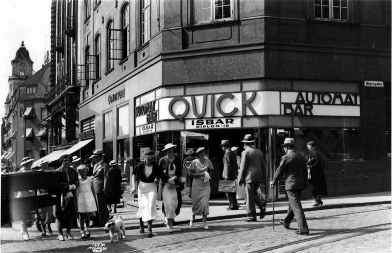 Hjørnet Karl Johans gate og Akersgata, Oslo 1935.